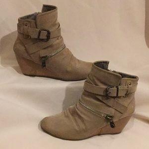 BLOWFISH boots bayard wedge heel side zip sz7